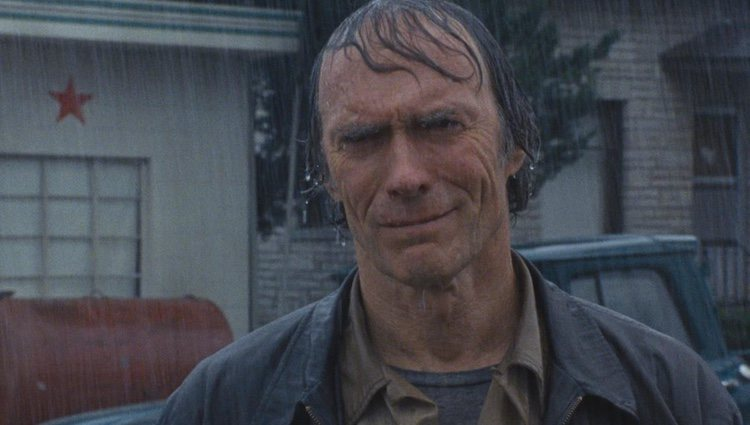 Clint Eastwood, en una escena bajo la lluvia de 'Los puentes de Madison'