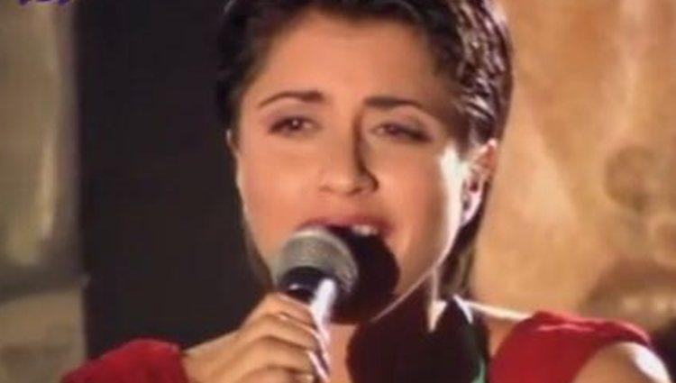 Ana Ruiz canta