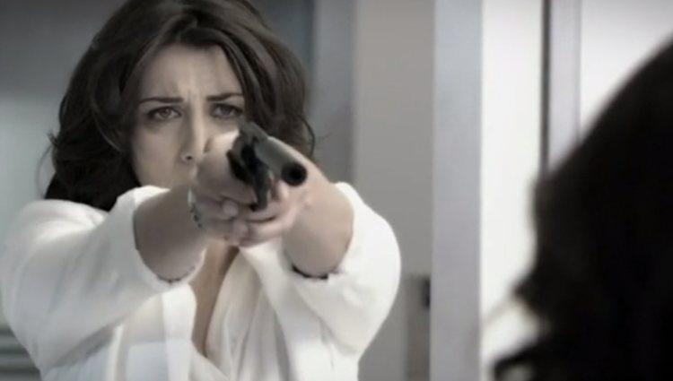 Eva apuntando a Julia de Miguel en 'Los misterios de Laura'