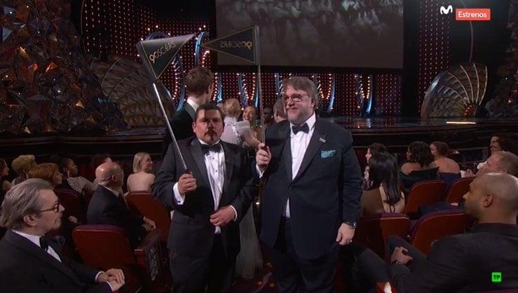 Guillermo del Toro y otros rostros conocidos acuden a un cine cercano