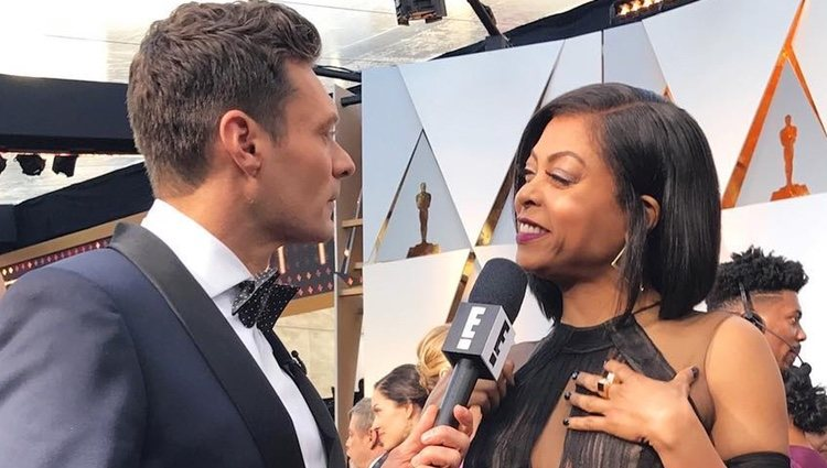 Ryan Seacrest entrevistando a Taraji Henson durante la gala de los Oscar 2018 | Foto: Instagram Ryan Seacrest