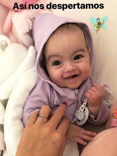 La pequeña Alana Martina sonriendo | Foto: Instagram