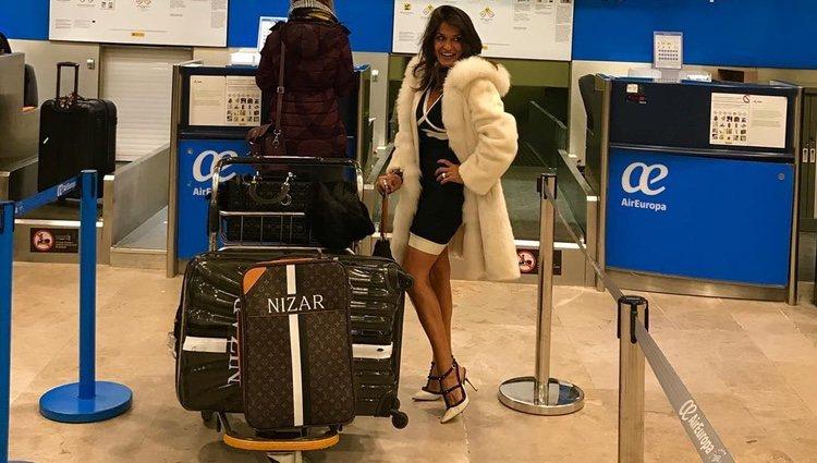 Aída Nízar viajando a Milán para asistir al programa de la televisión italiana