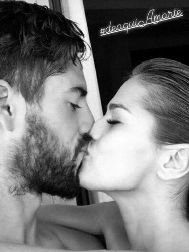 Uno de los besos más románticos de Isco Alarcón y Sara Sálamo/ Fuente: Instagram