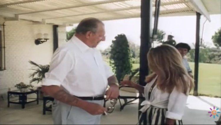 El momento en que Pilar Trenas pregunta a Don Juan de Borbón por sus tatuajes | Fuente: Youtube