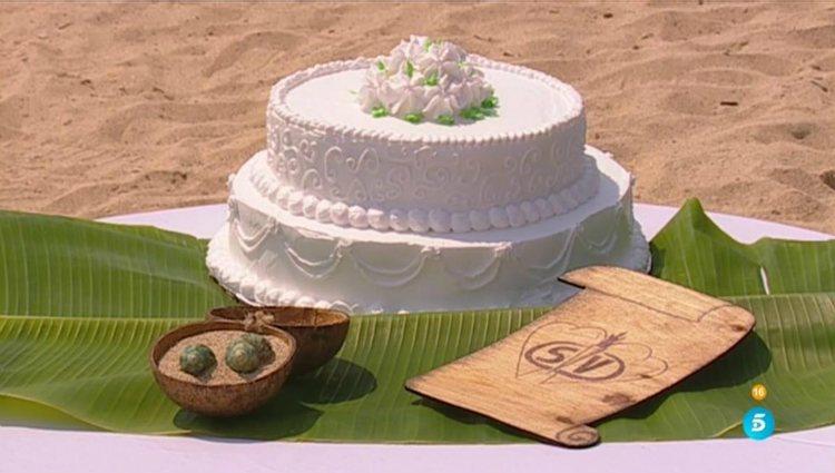La tarta nupcial, las alianzas y el pergamino de la boda garífuna de Isa y Alberto | telecinco.es