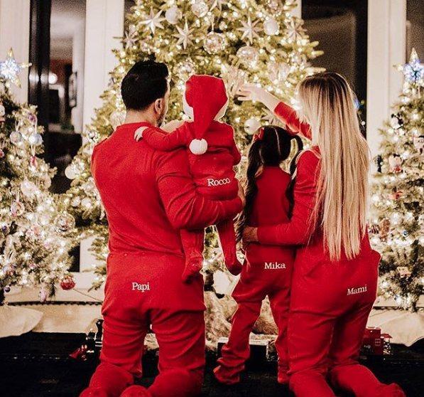 Luis Fonsi con su familia celebrando la Navidad | Instagram: Luis Fonsi
