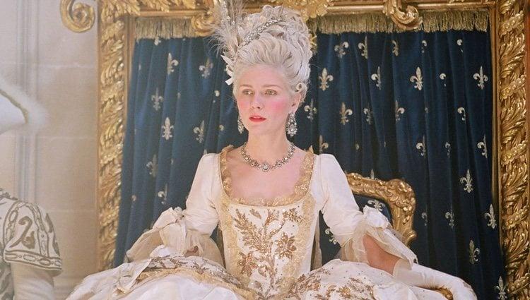 Kirsten Dunst interpretando a María Antonieta en el film de Sofia Coppola