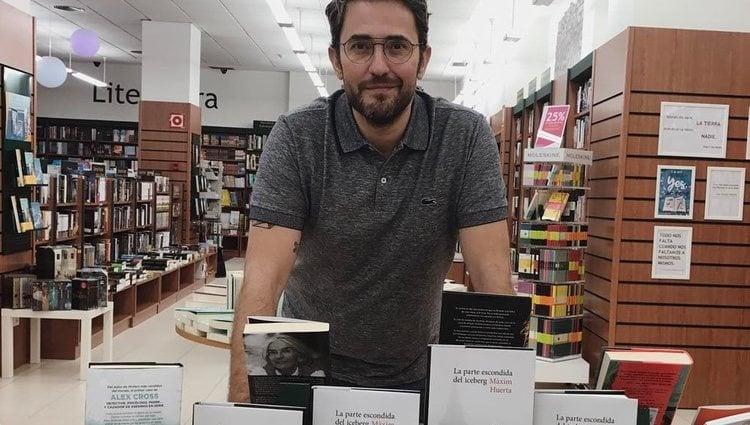 Maxim Huerta con sus libros / Instagram