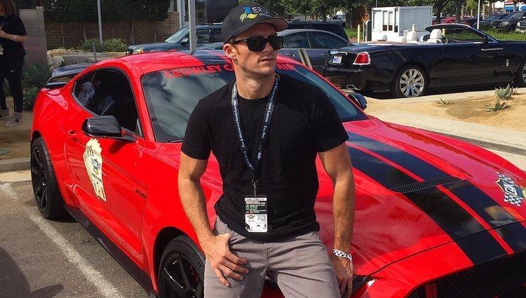 Scott Eastwood posando de lo más sexy para Instagram