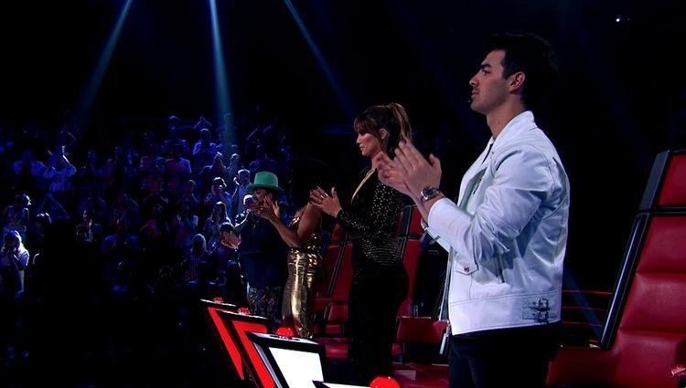 La actuación puso en pie a público y jurado / Fuente: Youtube