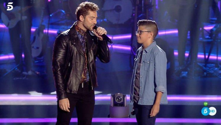 David Bisbal y Álvaro durante su actuación / Fuente: Telecinco.es