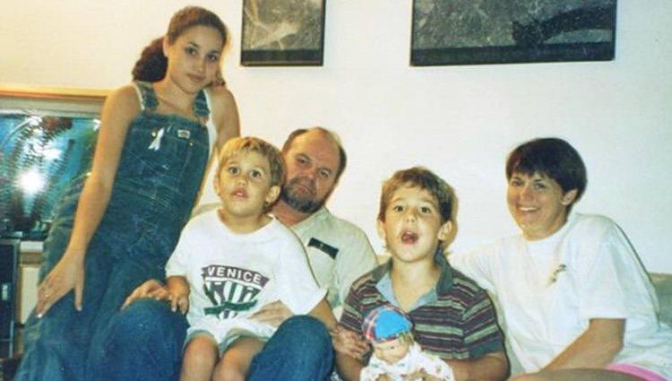 Meghan Markle con su padre, su excuñada Tracy Dooley y sus sobrinos Tyler  y Thomas