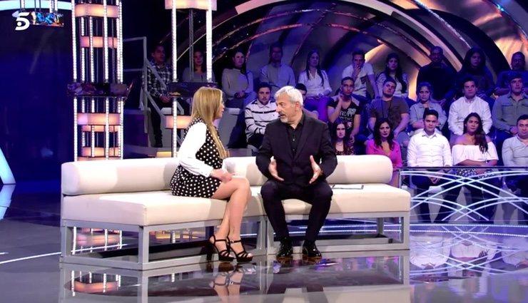 Belén Esteban respondiendo el test de Carlos Sobera | Foto: Telecinco.es