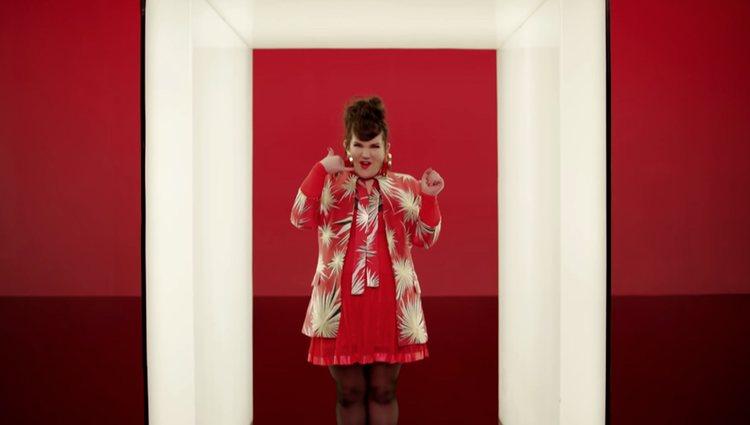 Fotograma del videoclip oficial de 'Toy'