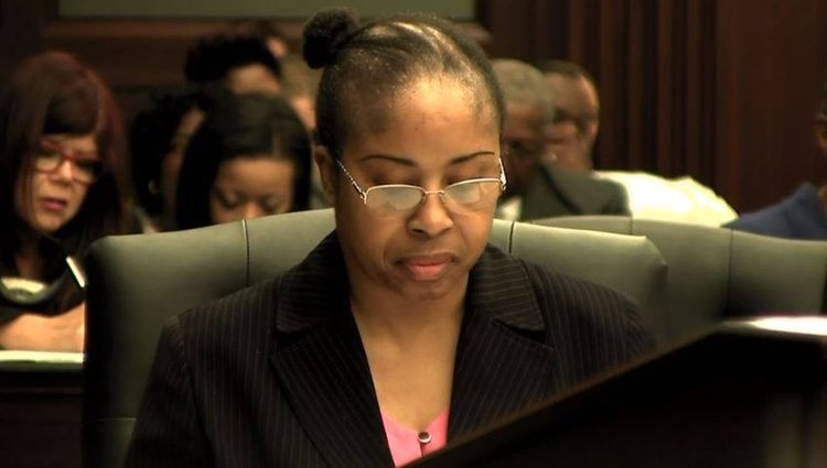 Gloria Williams durante el juicio por el robo de la niña / Fuente: Facebook