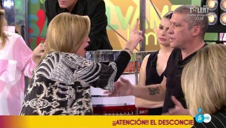 Belén Esteban increpando a Gustavo González / Foto: telecinco.es