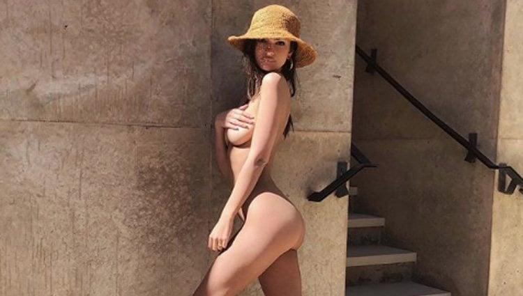 Emily Ratajkowski luciendo su figura desnuda en redes sociales | Instagram: Emily Ratajkoski