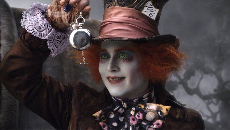 Fotograma de 'Alicia en el país de las maravillas' de Jehnny Depp como el Sombrerero loco
