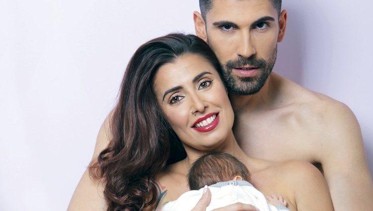 Susana Ruiz y Christian López con su hijo / Interviú