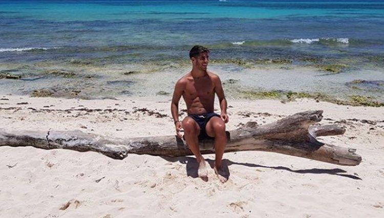 El español disfrutando del sol y la playa en sus vacaciones | Fuente: Instagram
