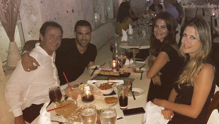 Las parejas de cena en un restaurante de Miami / Instagram