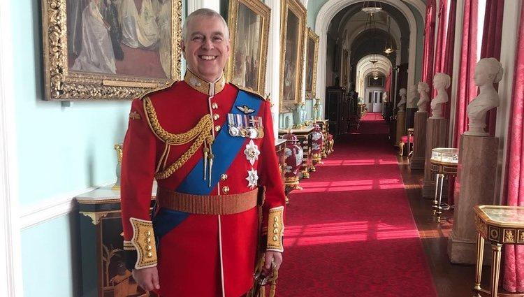 La polémica foto del Duque de York en el Palacio de Buckingham