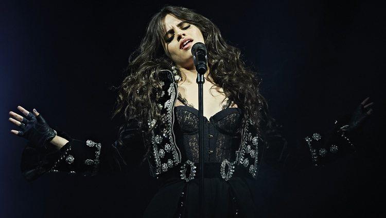 Camila Cabello y su look gotico durante su concierto en el Wizink Center de Madrid