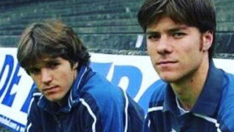 Xabi y Mikel Alonso vistiendo los colores de la Real Sociedad