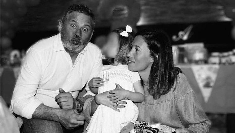 Carola Escámez junto a Miki Nadal y su hija / Fuente: Instagram