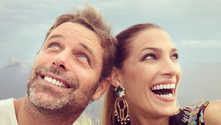 Laura Sánchez y David Ascanio de lo más sonrientes durante sus vacaciones en Ibiza / Fuente:Instagram