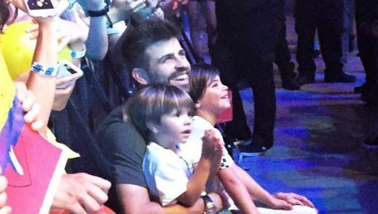 Gerard Piqué, Milan y Sasha disfrutando del concierto de Shakira en Barcelona/ Fuente: Instagram