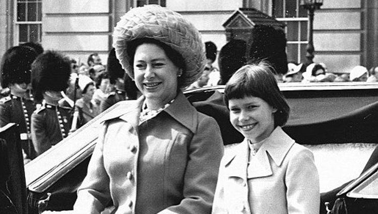 La Princesa Margarita de Inglaterra con su hija, Lady Sarah Armstrong-Jones