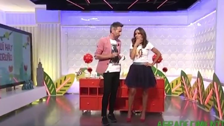 David Valldeperas felicita a Carmen Alcayde en 'Aqui hay madroño'/Fuente:Telemadrid