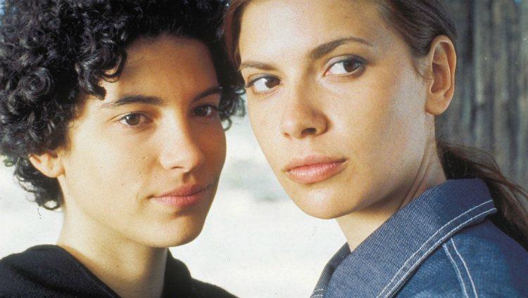 Irene Visedo y Pilar Punzano en la película 'Cascabel'