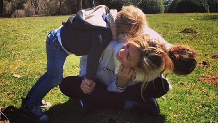 Isabel Torres con sus dos hijos, Paloma y Pablo | Fuente: Instagram Pablo Casado
