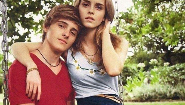 Alex y Emma Watson durante una sesión de fotos para Blueberry