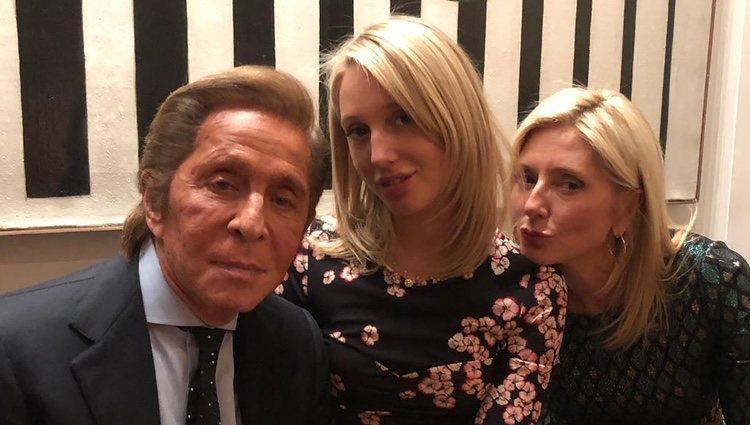 Olympia de Grecia con su madre Marie-Chantal y el diseñador Valentino/Fuente:Instagram