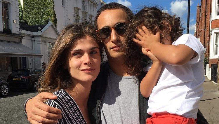 Alex Dellal con su mujer Elisa Sednaoui y su hijo mayor/Fuente:Instagram
