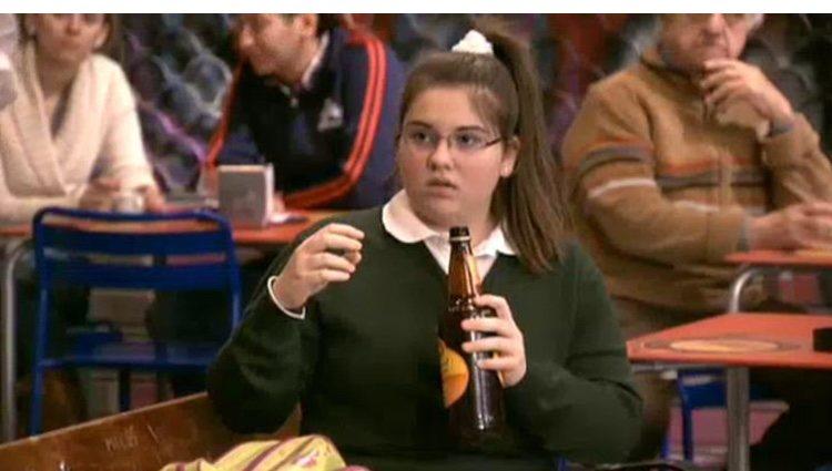 Aidita bebiendo cerveza en 'Aída'