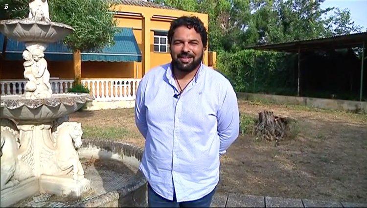 El marido de Saray Montoya enseña el jardín de la nueva casa / Telecinco.es