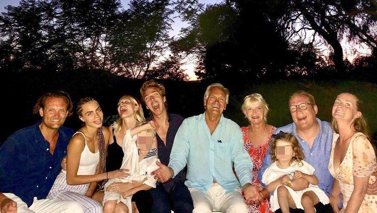 La familia Delevigne casi al completo durante las vacaciones / Foto: Instagram