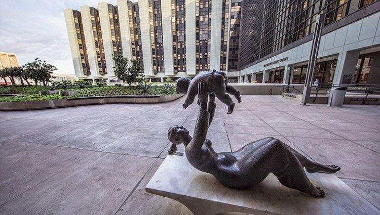 Exterior del Hospital Cedars-Sinai de Los Ángeles / Instagram