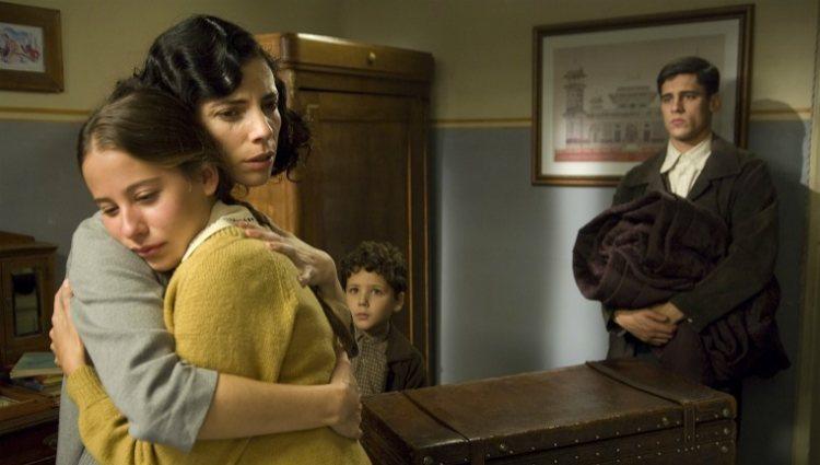 Maribel Verdú, Irene Escolar, Martiño Rivas y Roger Príncep en un fotograma de 'Los girasoles ciegos'