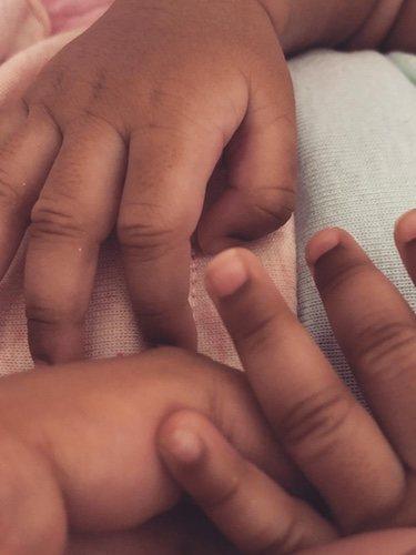 Cardi B muestra las manos de su pequeña / Instagram