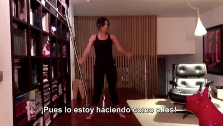 Nuria Roca práctica en su casa sin saber que ese vídeo se hará público en su nueva sección