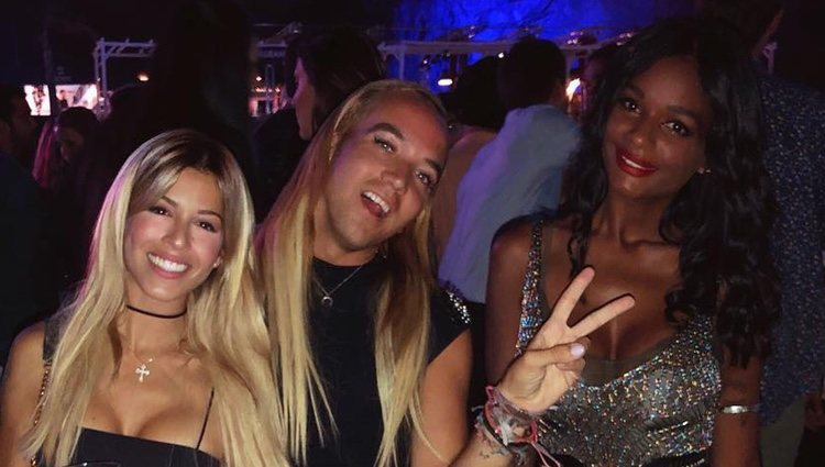Oriana Marzoli, Aless Gibaja y Liz Emiliano en una discoteca / Instagram