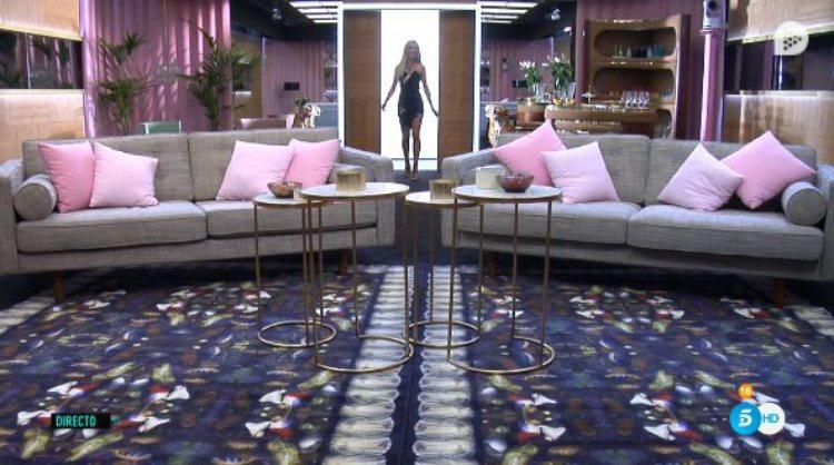 Oriana Marzoli es la primera concursante en entrar en la casa de 'GH VIP' | telecinco.es