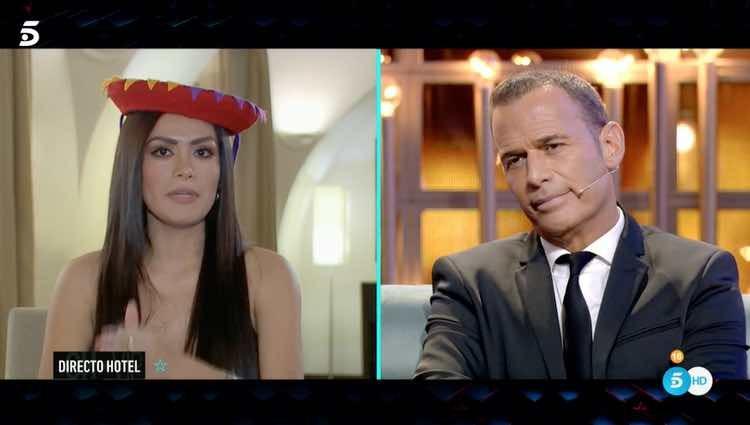 Miriam Saavedra y Carlos Lozano hablando en la gala de estreno de 'GHVIP6' / Telecinco.es