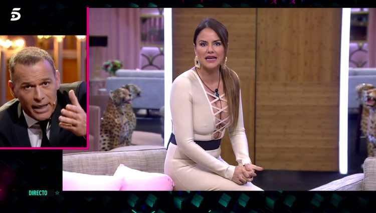 Carlos Lozano y Mónica Hoyos lanzándose pullitas / Telecinco.es